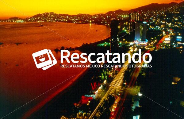 Bahia de Acapulco - Rescatando